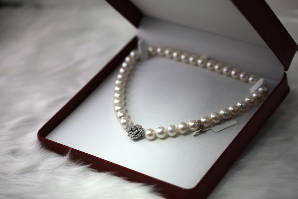 Pearl necklaces at Quenan's Fine Jewelers